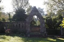 Domaine de Keravel - porche de l'ancienne église de Saint-Quay
